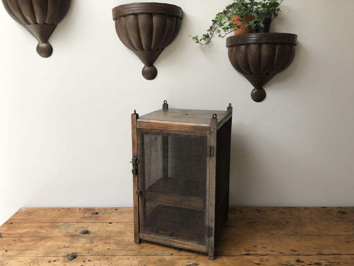 ancien garde manger omachido. Black Bedroom Furniture Sets. Home Design Ideas