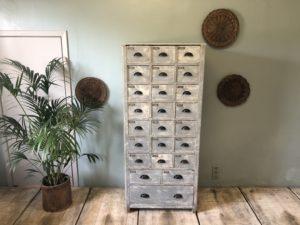 ancien meuble d'atelier à tiroirs