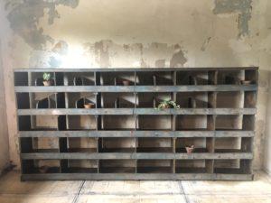 ancien meuble d'atelier à casiers, meuble de métier vintage