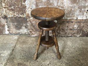 ancien tabouret d'atelier en bois