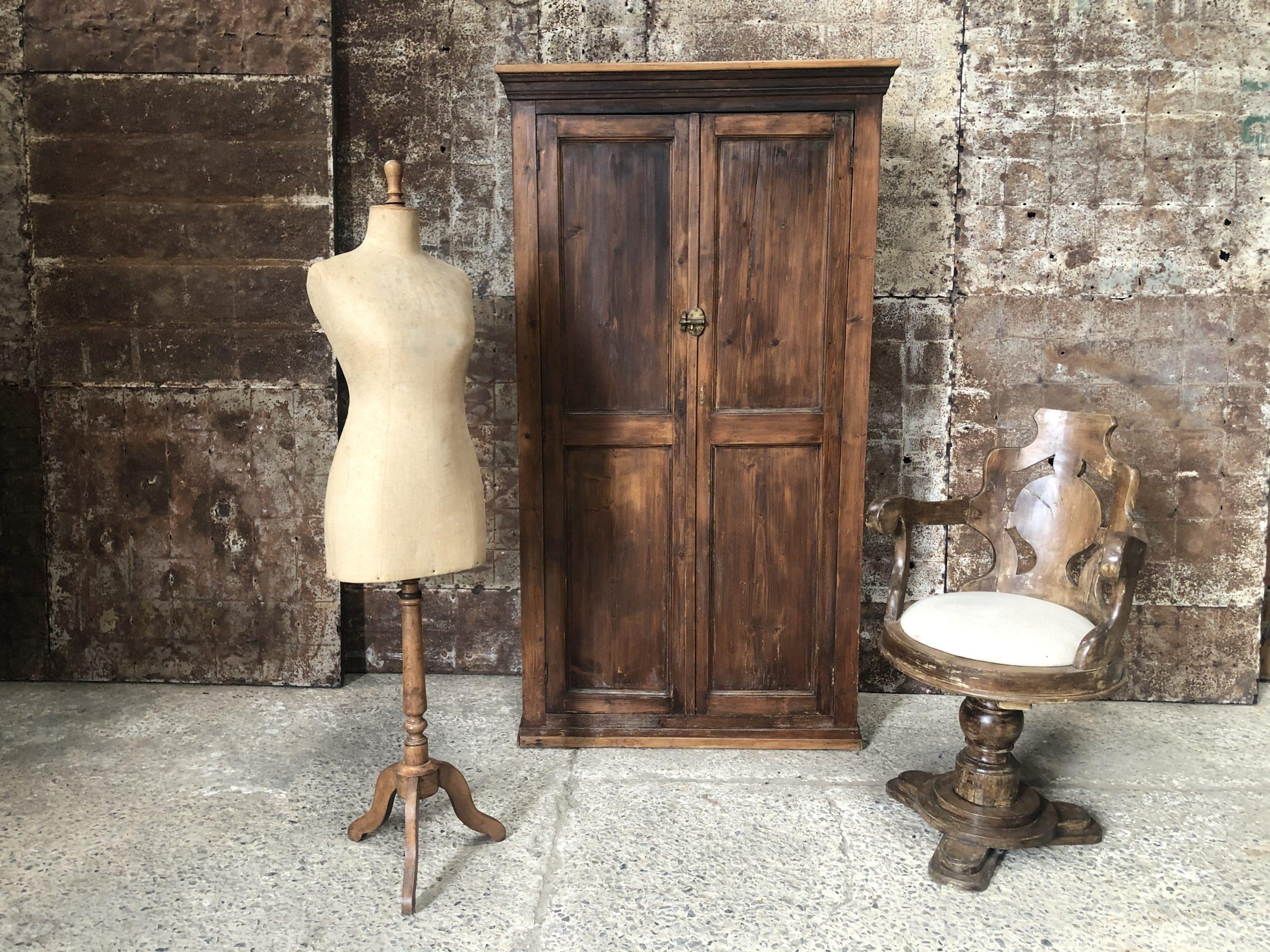 Ancienne armoire patinée