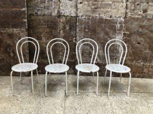 chaises de terrasse patine blanche