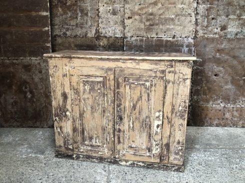 ancienne commode patinée en bois