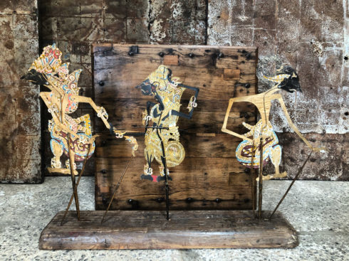 anciennes marionnettes indonésiennes en cuir
