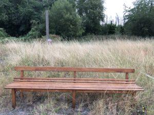 ancien banc en bois de bistrot
