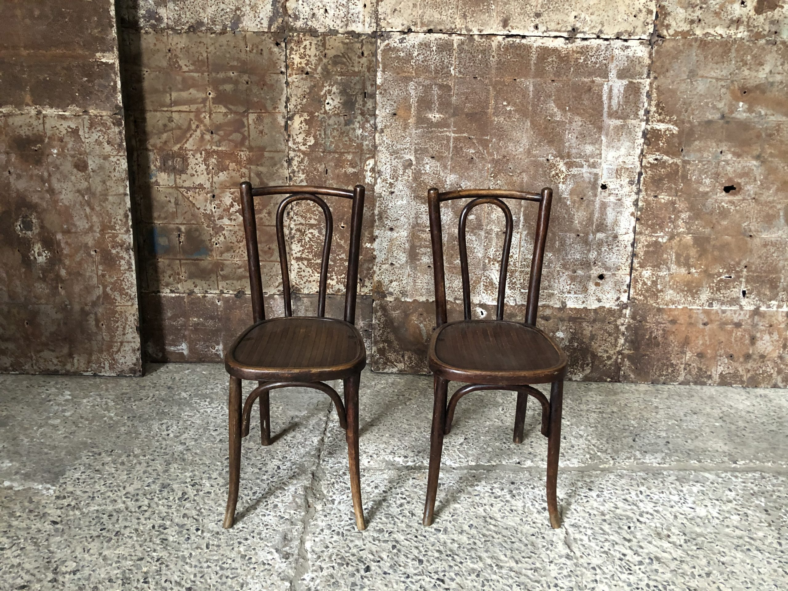 anciennes chaises bistrot