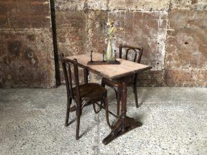 ancienne table bistrot en bois patinée