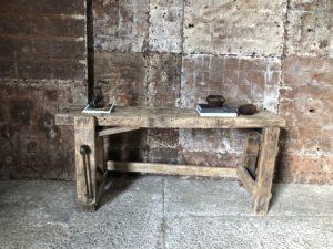 Etabli style brutalise en bois clair
