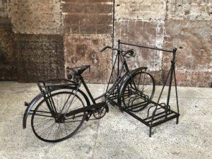 Ancien porte vélo en fer forgé