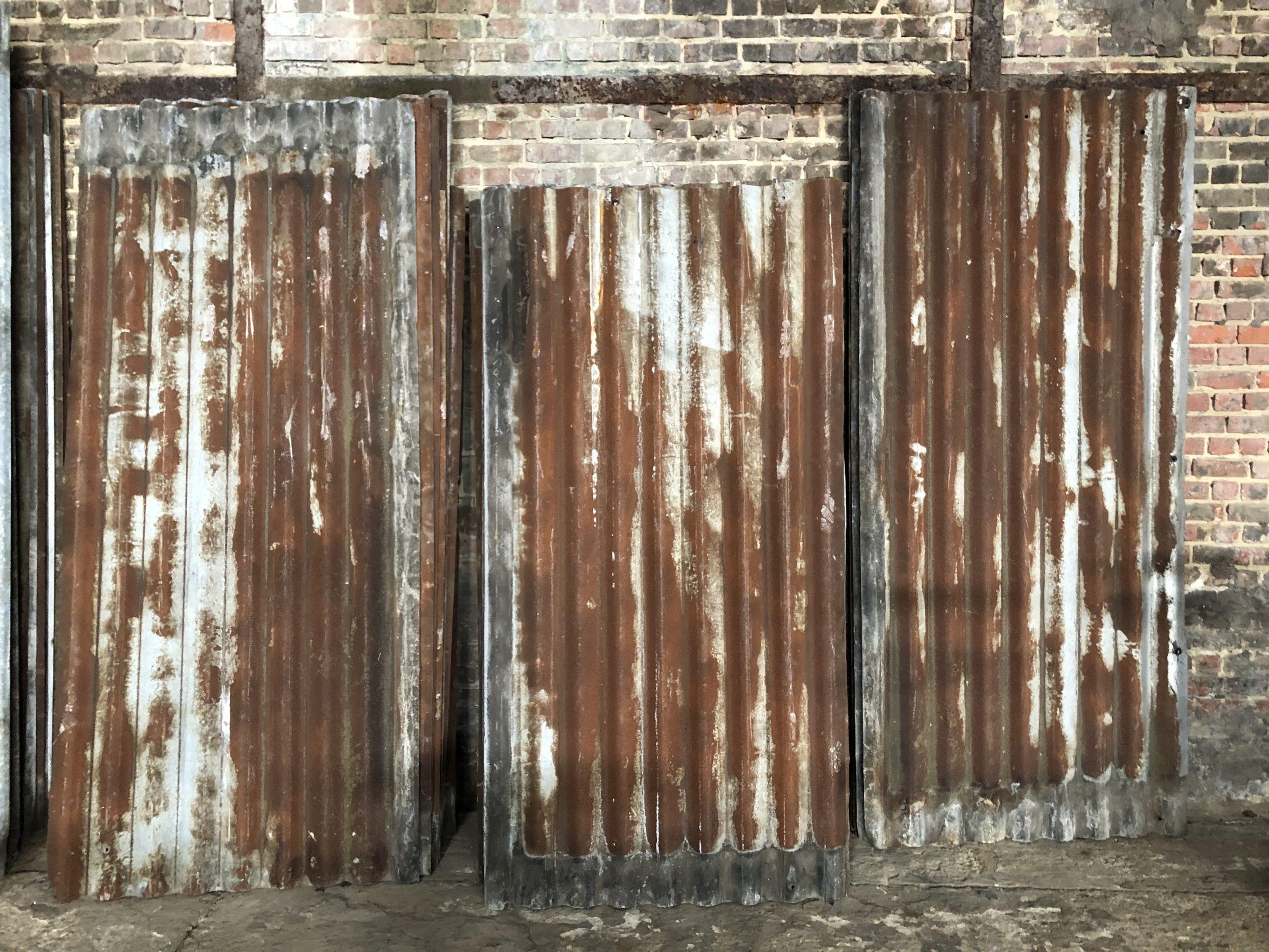 anciennes tôles ondulés en zinc