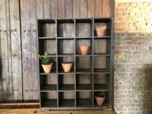 meuble d'atelier à casiers patine grise