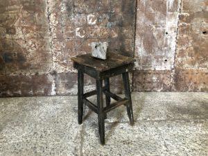 Sellette en bois d'atelier patinée