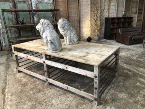Table de métier en bois clair