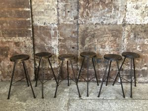 Tabourets de bar industriels en métal et bois