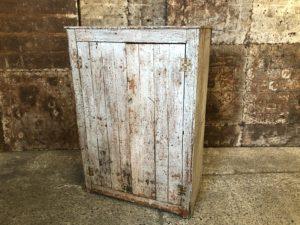 meuble d'atelier en bois patiné
