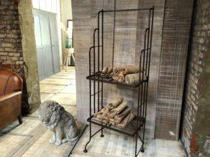ancienne étagère de boulangerie en fer forgé de style art déco