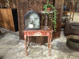 Table d'appoint en bois patinée