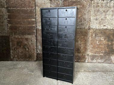 Meuble industriel en métal à casiers Strafor