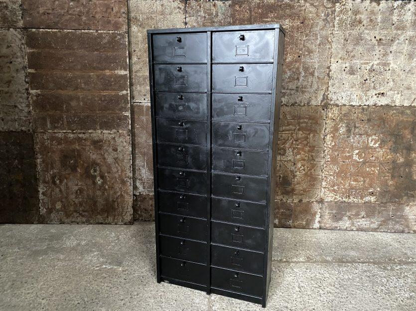 Meuble industriel à casiers