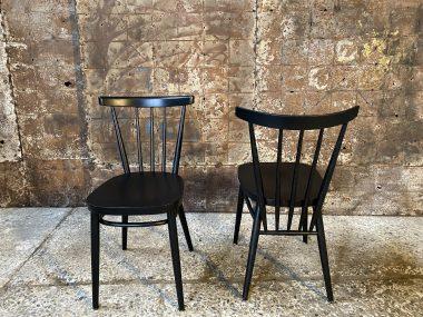 Paire de chaises noire de style scandinave
