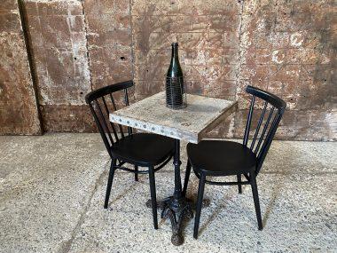 TABLE BISTROT PIED FONTE ET TABLETTE EN METAL