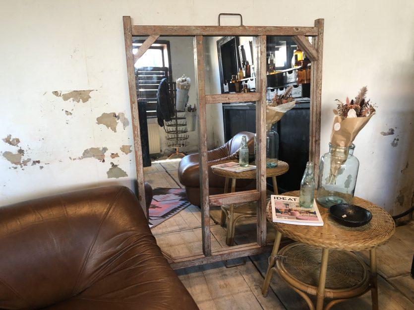 Miroir en bois patiné