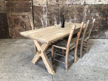 Ancienne table de ferme bois clair 4 personnes