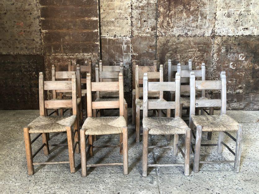 chaises en bois et paille