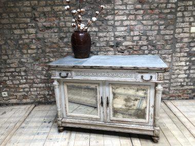Ancien meuble de pâtisserie patiné