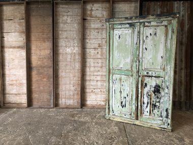 Ancienne armoire bois patinée