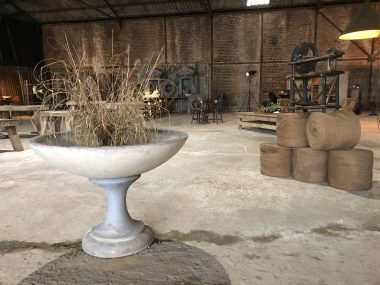 Ancienne vasque de jardin sur pied