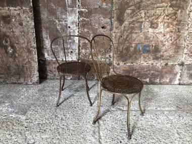 Ancienne chaises de jardin style romantique
